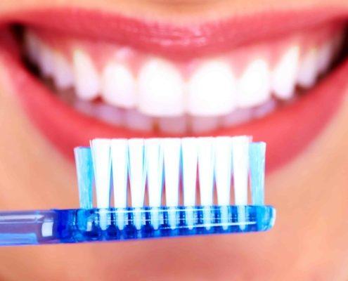 Zähneputzen gegen Parodontitis.
