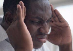 Craniomandibuläre Dysfunktion kann sich in starken Schmerzen äußern.