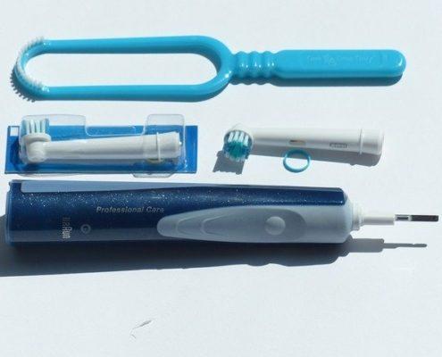 Zahnpflege-Utensilien sind auf diesem Bild zu sehen.